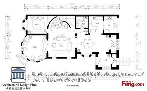 —首层平面布局图—楼梯进行了大的改动,弧形楼梯,进门外廊封闭,做