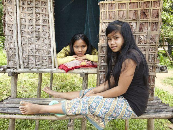 我和漂亮妹妹的性爱故事_图:网友实拍 柬埔寨女孩的性爱小屋