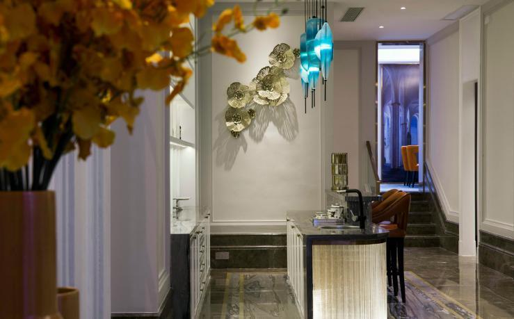 资讯 鉴赏 文章       水吧区延续了客厅的设计风格,整体格局简洁大方