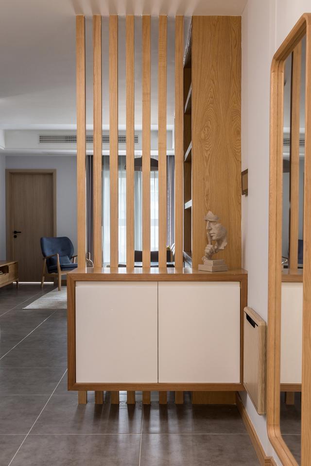 90平米两房两厅装修效果图,灰色调+原木风打造的简约之家