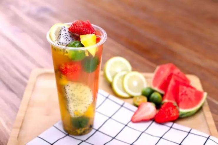 水果雕刻·艺术展 水果给我们带来美味的同时 也可发挥艺术的创作,让