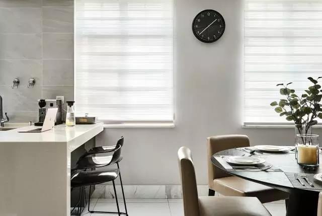 隐藏式格柜或镂空方框皆可作为收纳,黑白灰咖四色深浅不一的层次感