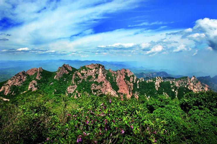 祖山是秦皇岛知名的风景区,其最高峰天女峰海拔1428米,七月份平均