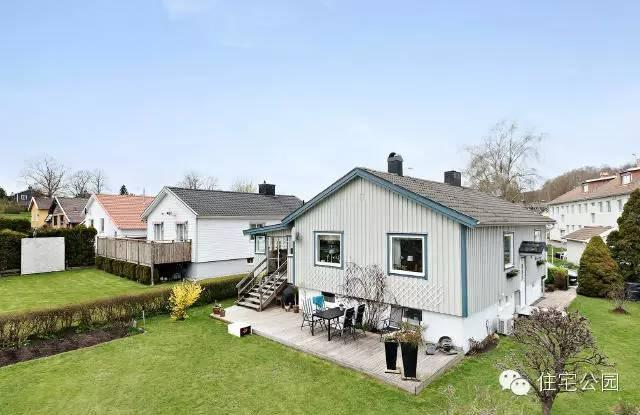 整個村莊的房子基本都是這一個模式,看上去就是一個一層的普通平房.