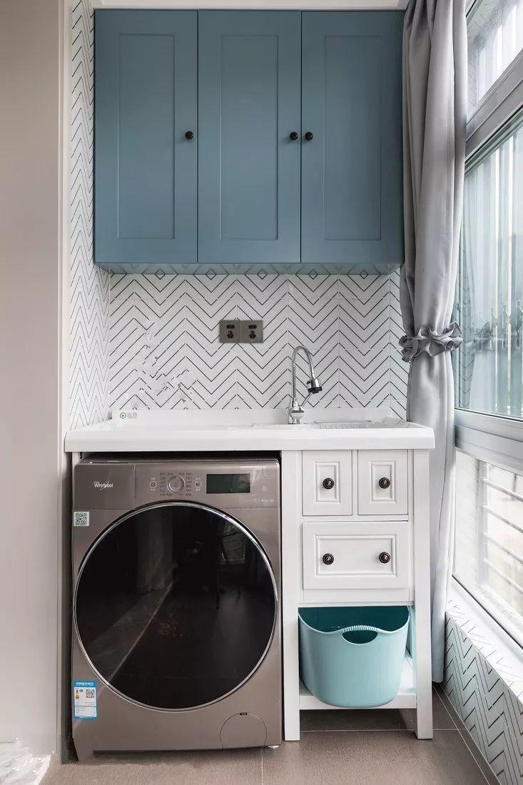 在洗手台旁砌出洗衣间大小的空间,就这1平米,再也不担心洗衣机放