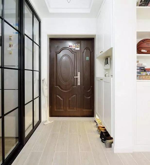 入户门玄关,我家北欧风格,北欧标配的玻璃推拉门厨房,右边是鞋柜