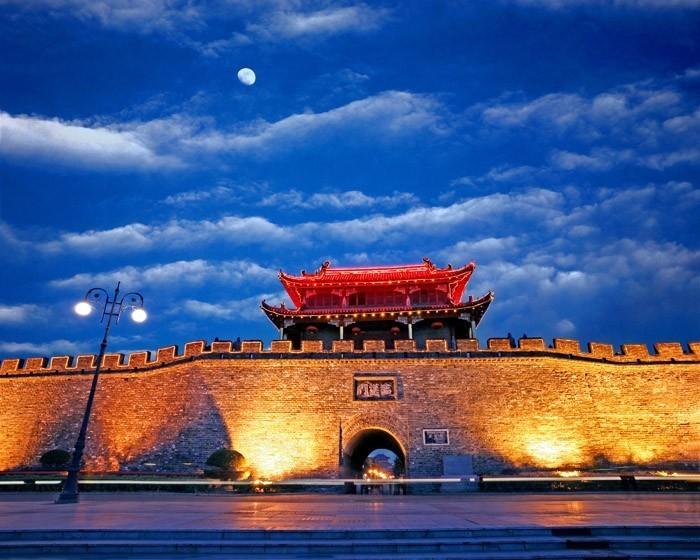 武当山风景区位于湖北省西北部,在丹江口市境内,是中国国家级风景名胜