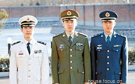 官兵分明 解放军换07式军服 新增加胸标级别资历章