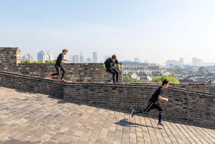 激情青春与传统老街共振——南京老城南展现青年新风采