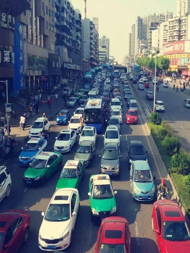 预测中秋期间市区多条道路 交通平均延迟25分钟以上
