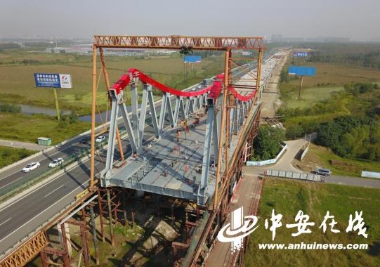 探访合安高速派河特大桥建造现场 在30米高空作业