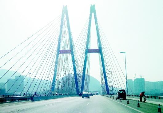 早读:青银高速丹山大桥焕新颜 青岛今年要建一大批停车场