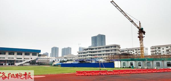 洛阳老城体育场封闭施工引争议 体育局:明年会开放
