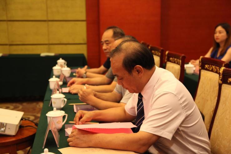 华盛麓峰房地产开发有限公司与郴州永升建筑有限公司签约仪式举行