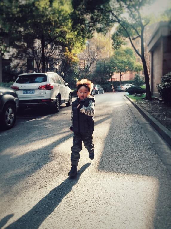 5岁萌娃突破自我 挑战小龙人街舞