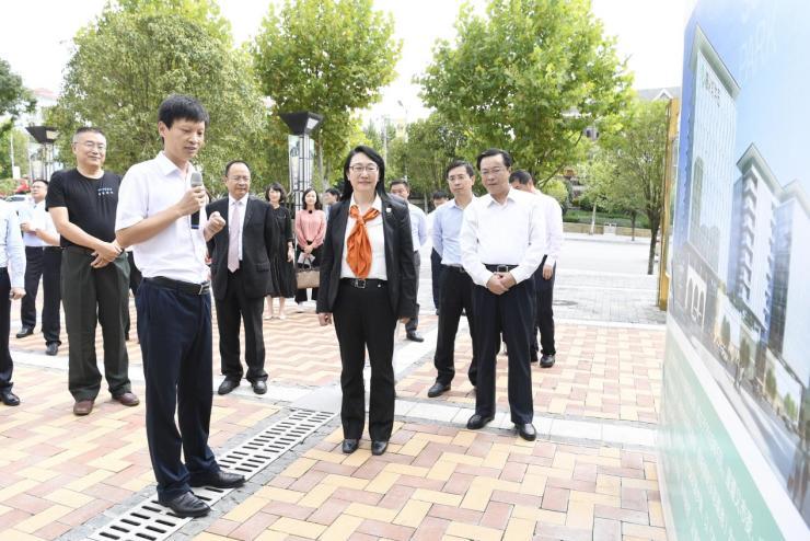 华商领袖王雪红到访遵义软件园