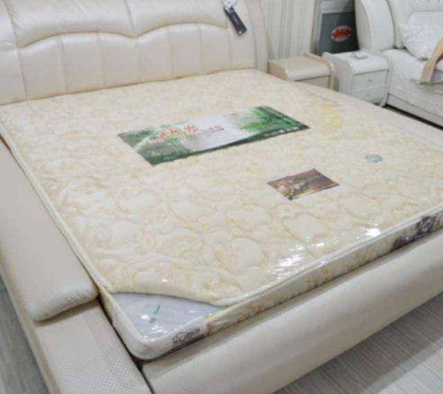 床垫上的塑料膜要不要撕掉?多数人都做错了,怪不得甲醛超标!