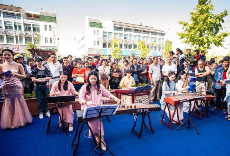10月1日 红星天铂与国同庆 城市展厅盛启