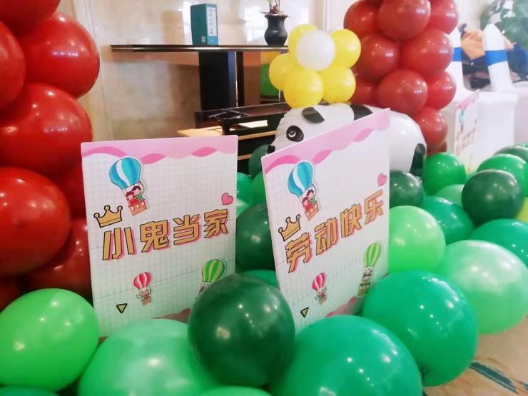 悦山湖儿童跳蚤市场正式开市,个个都是小当家!