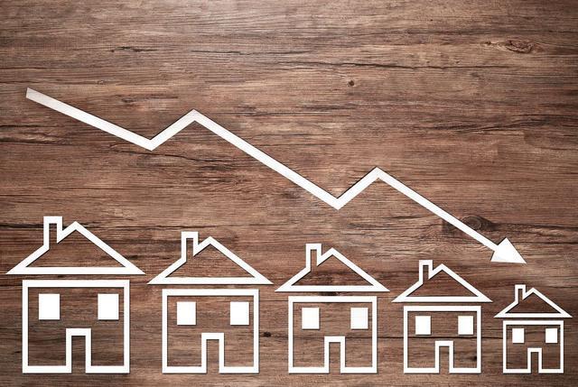 """2018年房地产行业将进入严峻的""""寒冬"""",房价将回落?"""