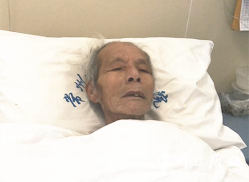 八旬流浪老人在常州医院抢救月余 急寻亲人
