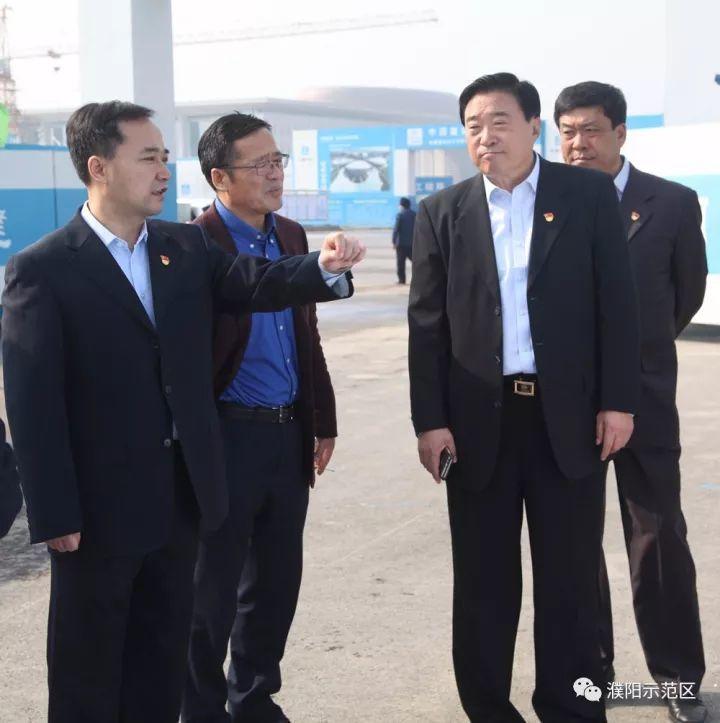 濮阳市委书记何雄莅临市城乡一体化示范区调研