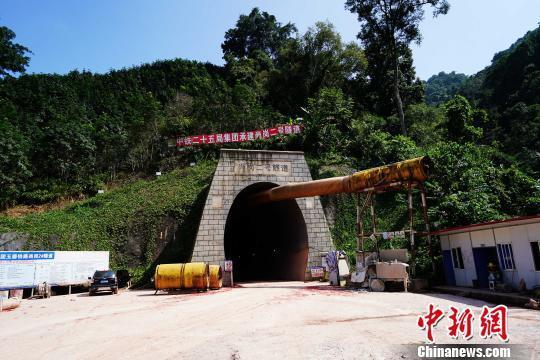 中老铁路(中国段)首个2公里以上隧道贯通