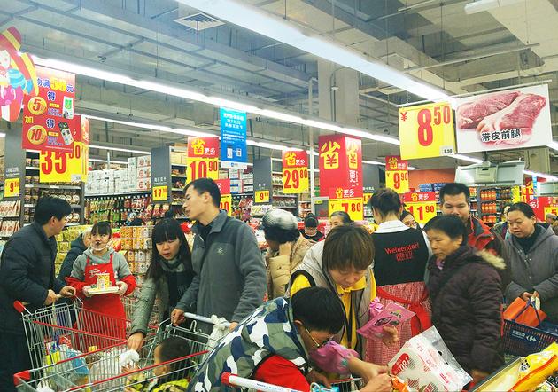 每日经济新闻专访贸促会研究院赵萍:从低端到高端,从商品到服务 我国消费结构升级步伐加快