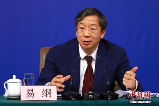"""中国央行行长易纲:""""三支箭""""让资金流向民企缓解融资难"""