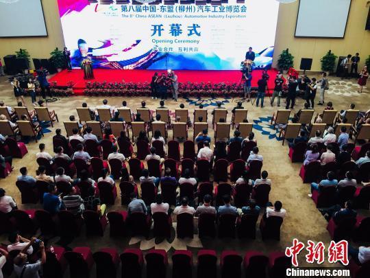 第八届中国—东盟汽博会开幕 大学生设计成果展吸人眼球