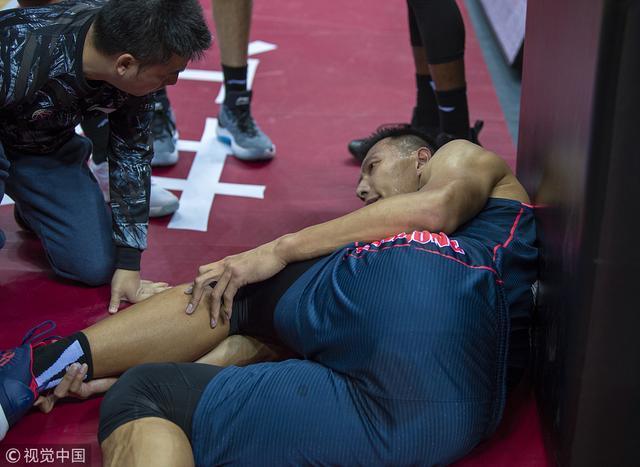 易建联脚受伤,俱乐部:返回广东后检查