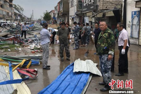 """台风""""温比亚""""袭来 徐州铜山刘集突发强风致1死18伤"""