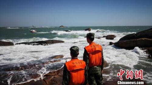 """台风""""玉兔""""逼近 福建65个景区关闭逾万人撤离"""