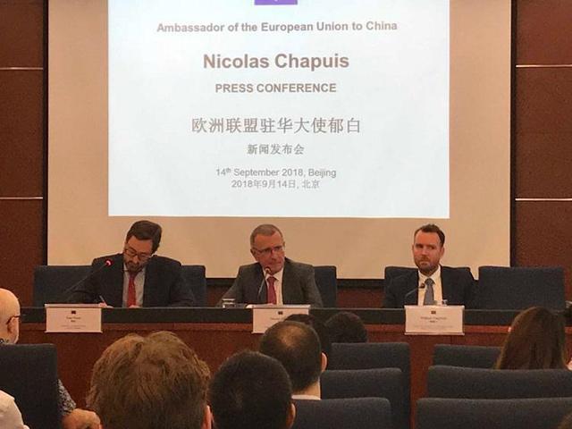 新任欧盟驻华大使郁白亮相,记者会上背诗词秀中文
