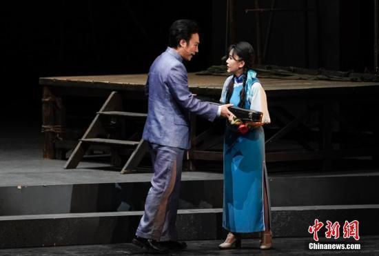新国剧《霸王别姬》用西方歌剧形式展示中国戏曲